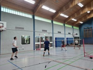 Read more about the article Badminton trainiert wieder :)